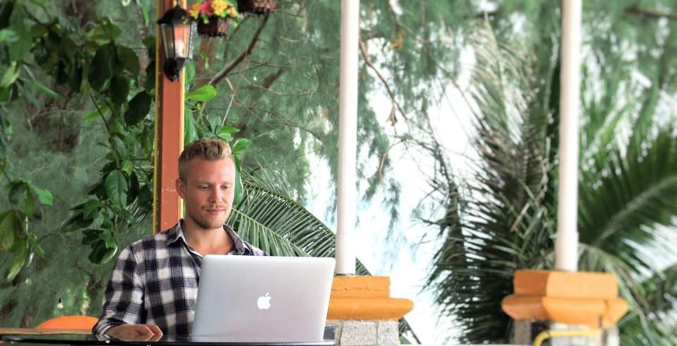 How This 25-Year-Old Earns A Passive Revenue of $400K A Year While Traveling The World